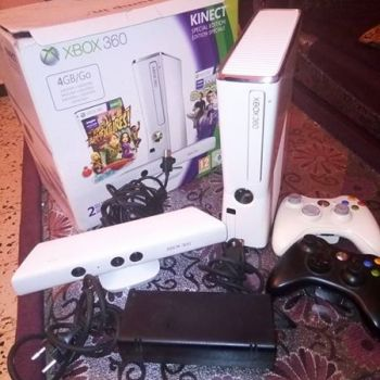 xbox360  4 giga 2 manettes ouedknisse