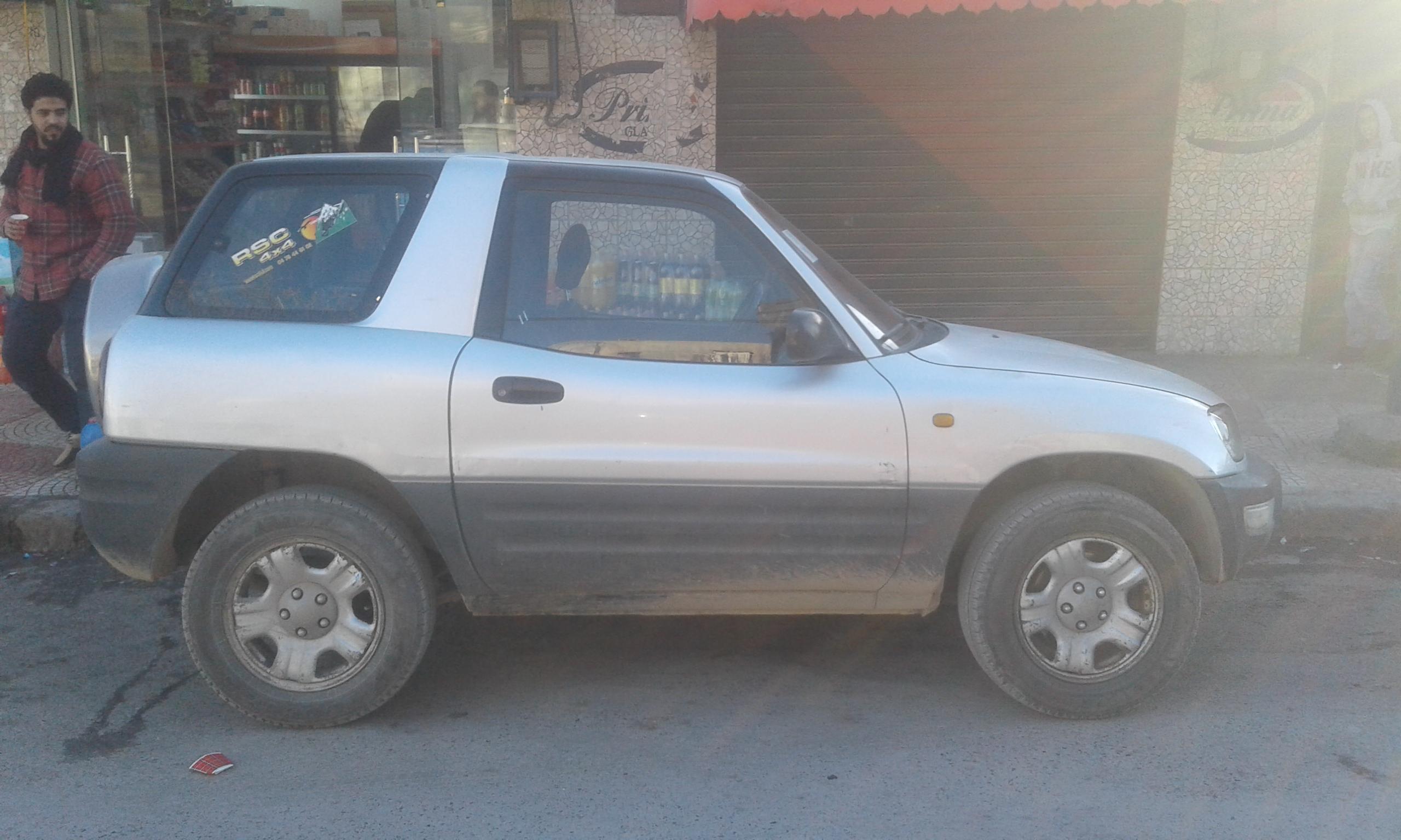 Toyota RAW4 serie 2000 1.6 essence tre bon etat ouedkniss